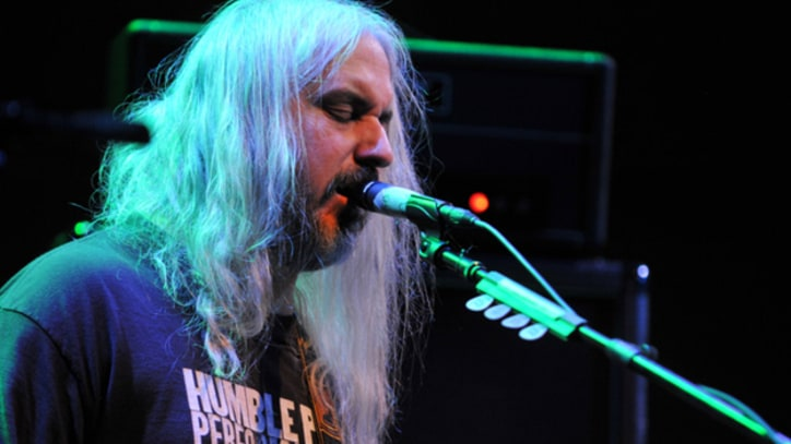 Dinosaur Jr. Recall Early Days, Revisit 1988 Breakthrough Album 'Bug' Onstage