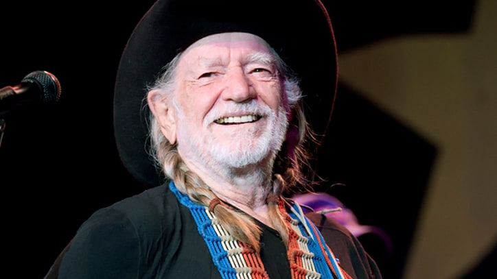 Willie Nelson Re-Signs to Sony Records, Announces New Albums