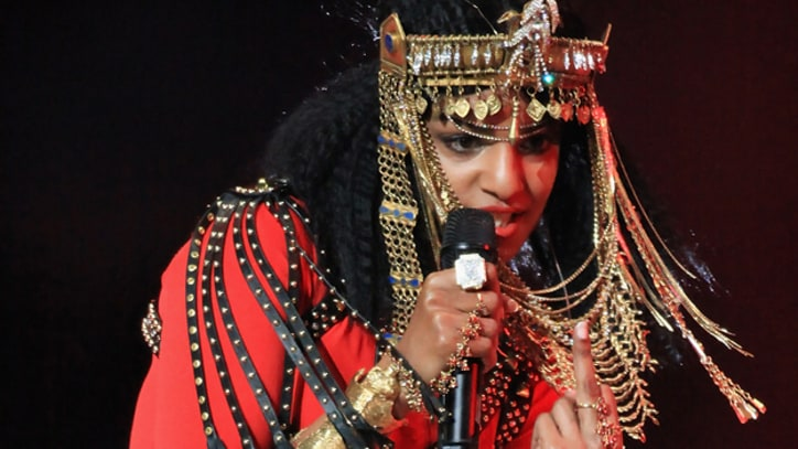 NFL, NBC Apologize for M.I.A. Flipping Middle Finger at Halftime Show