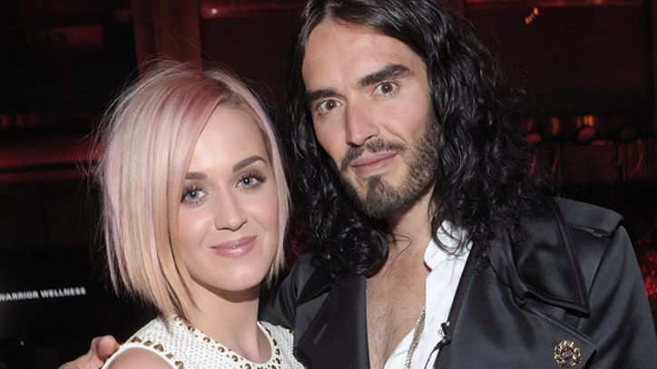 Katy Perry Signs Divorce Papers with Happy Face