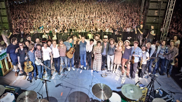 Mumford and Sons, Magnetic Zeroes to Play Free Show in Austin