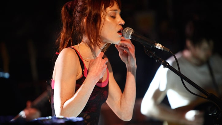 Fiona Apple Kicks Off Tour with Manic Chicago Show