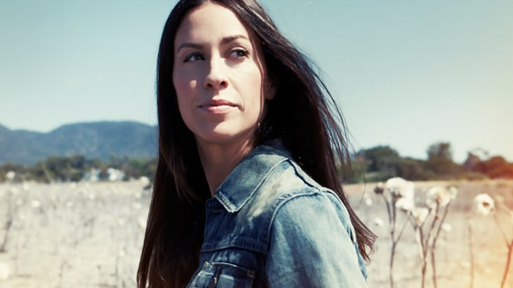 Q&A: Alanis Morissette on Her New LP, 'Kinship' With Leonardo DiCaprio