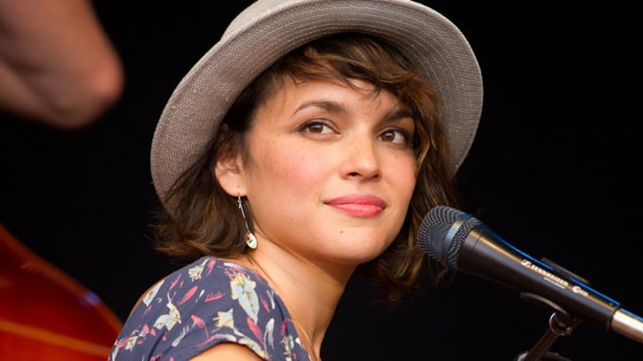 Watch Norah Jones' Live Webcast on 'Letterman'
