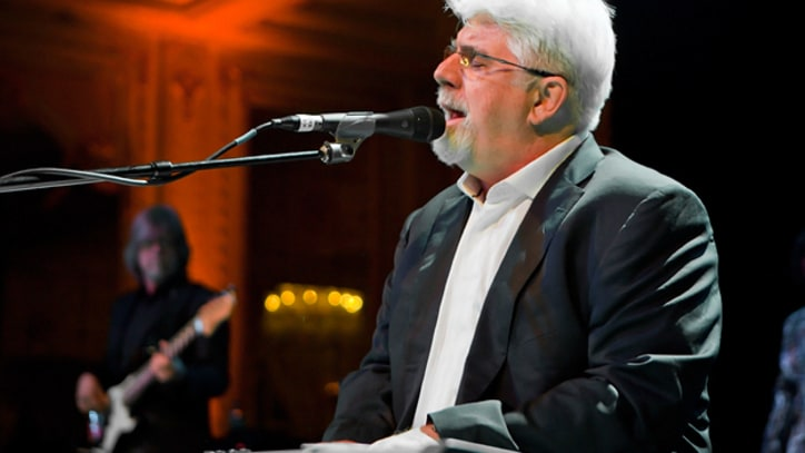Doobie Brothers' Michael McDonald Sues Label