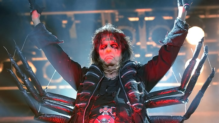 Alice Cooper Instructs His Band to 'Kill the Audience' at Bonnaroo