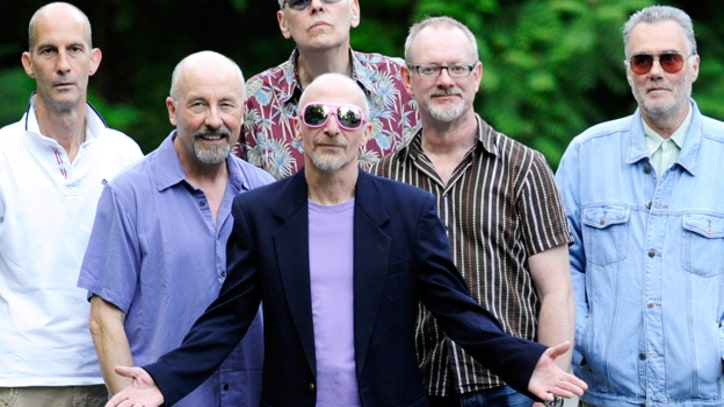 Song Premiere: Graham Parker Reunites With the Rumour After Three Decades