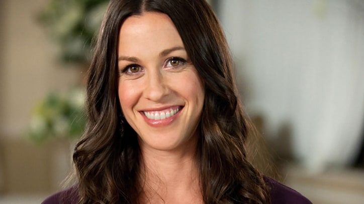 Alanis Morissette Interested in Joining 'American Idol' as Judge