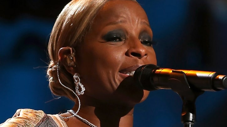 Mary J. Blige Sings for President Obama