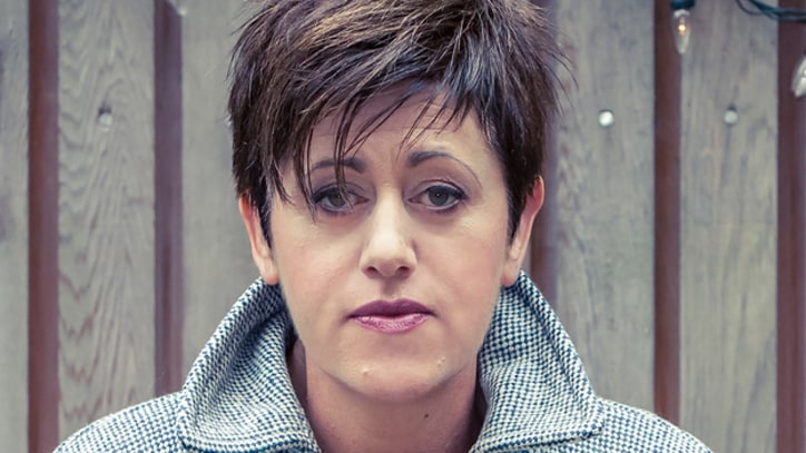 Song Premiere: Tracey Thorn, 'Tinsel and Lights'