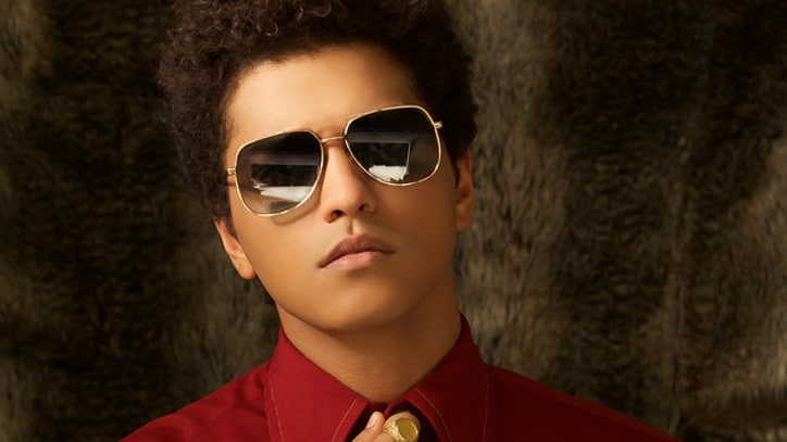 Bruno Mars Debuts 'Locked Out of Heaven' During YouTube Chat