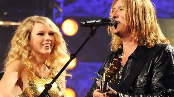 Taylor Swift, Def Leppard Collab for CMT Crossroads Episode