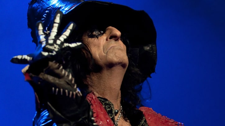 Johnny Depp Joins Alice Cooper Onstage in L.A.