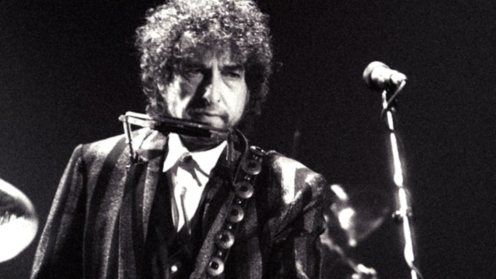 Listless Bob Dylan Turns In Indifferent Show