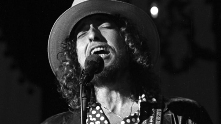 Bob Dylan Invites Willie Nelson on Rolling Thunder Revue in Houston