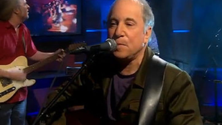 Video: Paul Simon Performs 'Getting Ready For Christmas Day' On 'Colbert Report'