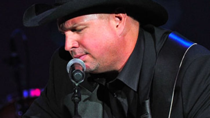Daily Digest: Garth Brooks in Nashville; Lennon's Suit Auctioned