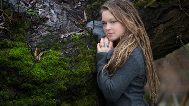 Crystal Bowersox Gets in 'Stitches' With Jakob Dylan - Song Premiere