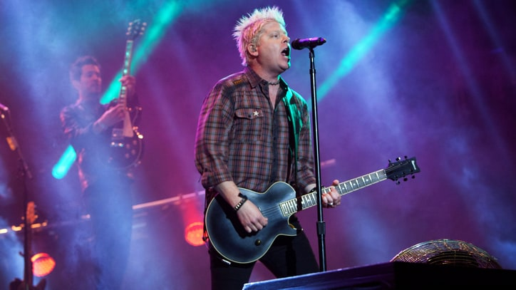 Offspring's Dexter Holland Finishes Ph.D, Thesis on HIV Research