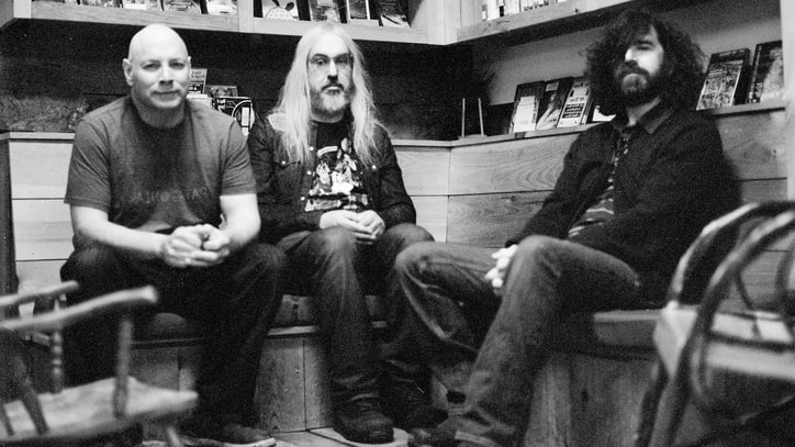Review: Dinosaur Jr. Maintain Creaky Stride on 'Glimpse'