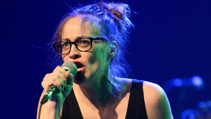 Watch Fiona Apple Yell 'Donald Trump, F--k You' at Standing Rock Benefit