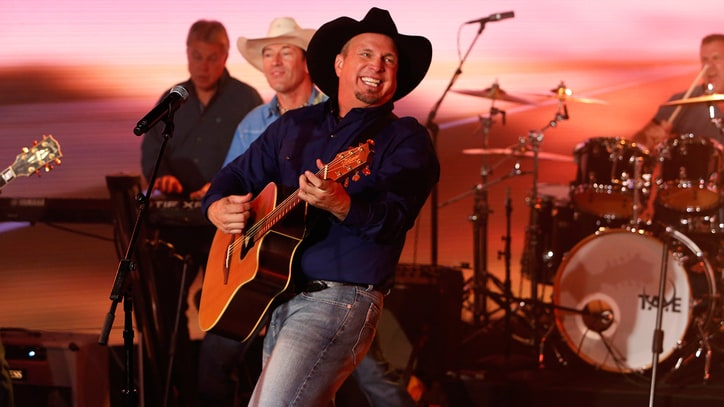Review: Garth Brooks' Enthusiasm Cannot Save Flat 'Gunslinger' Material