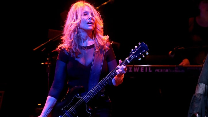 Watch Heart's Nancy Wilson Dedicate 'These Dreams' to Deceased Fan