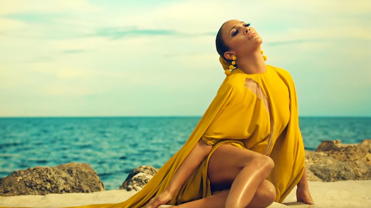 Watch Jennifer Lopez's Steamy, Tropical 'Ni Tu Ni Yo' Video