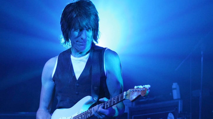 Review: Jeff Beck's 'Loud Hailer' Mixes Politics and Nuance