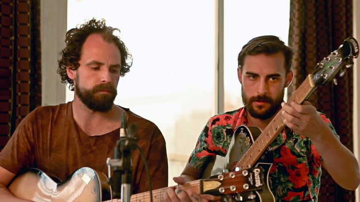 See Eccentric Troubadours Jonny Fritz, Robert Ellis Perform in India