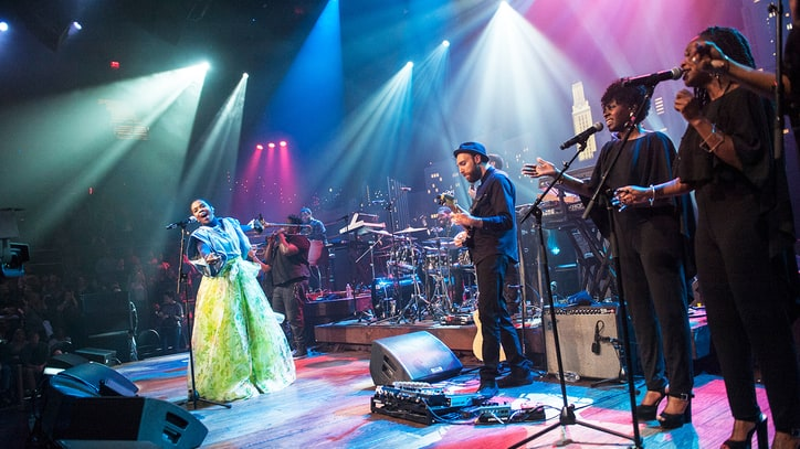 See Lauryn Hill's Showstopping 'Ready or Not' From 'Austin City Limits'