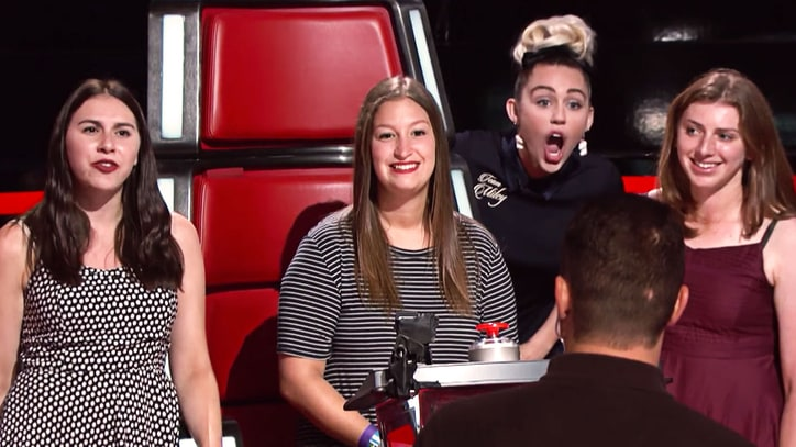 Watch Miley Cyrus, Alicia Keys Photobomb 'Voice' Fans