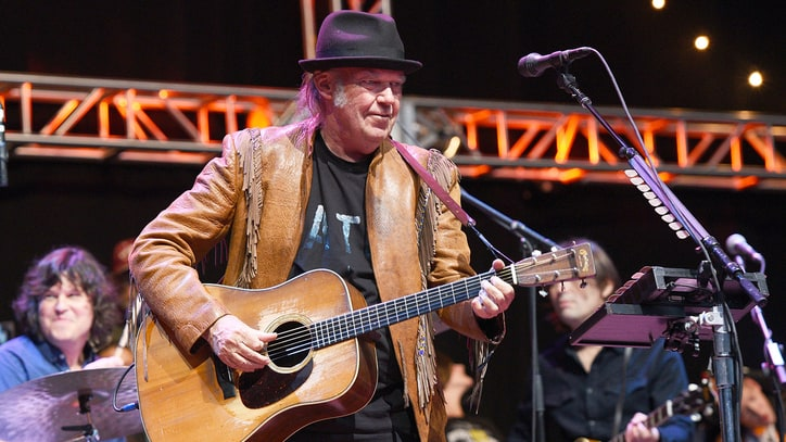 Neil Young Celebrates 71st Birthday Performing at Standing Rock Protest Site