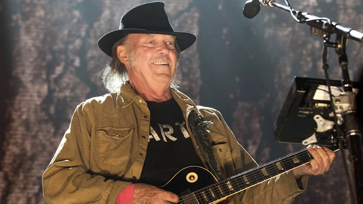 Neil Young Details Lost Acoustic Album 'Hitchhiker'
