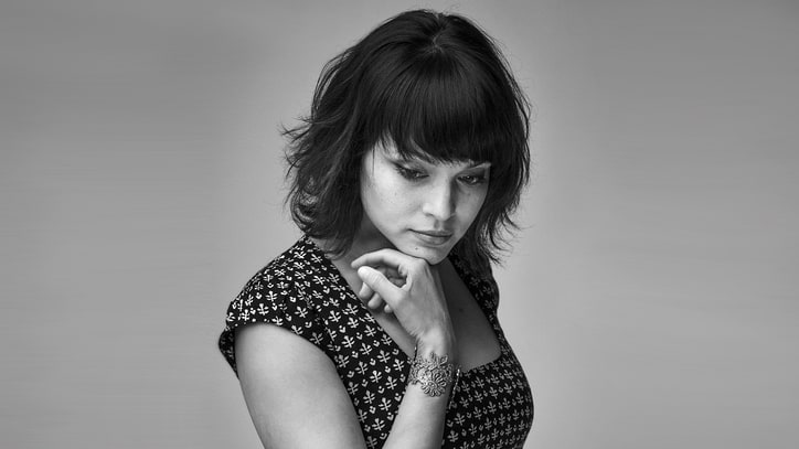 Hear Norah Jones' 'Carry On,' First Single Off New LP 'Day Breaks'
