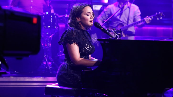 Watch Norah Jones Unleash Fiery 'Flipside' on 'Fallon'