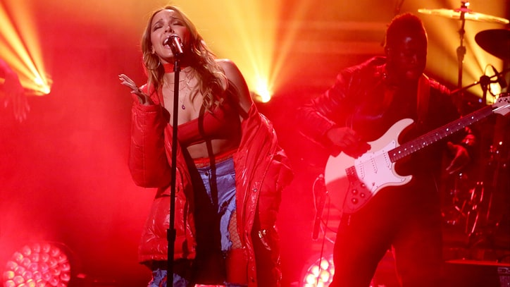Tinashe Debuts 'Flame' Live Amid Smoke and Candles on 'Fallon'