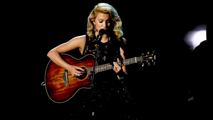 Emmys 2016: Watch Tori Kelly's Touching 'Hallelujah' for 'In Memoriam'
