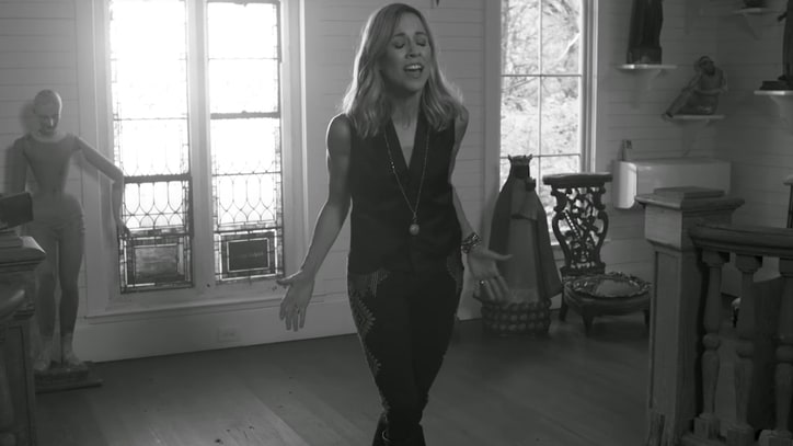 See Sheryl Crow's Video for Sandy Hook Tribute 'The Dreaming Kind'