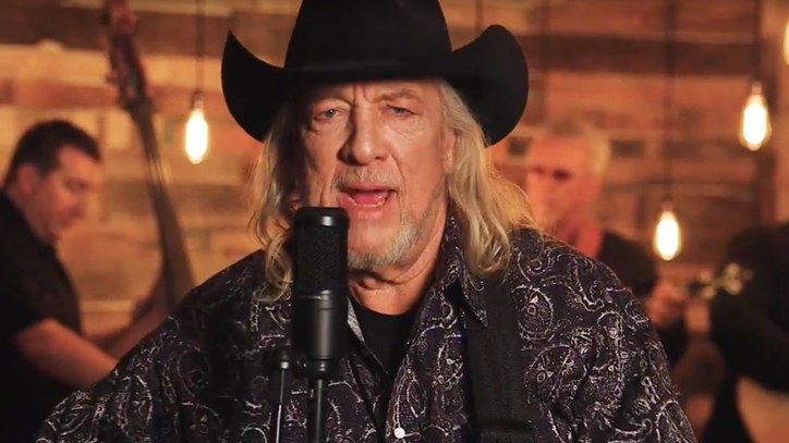Hear John Anderson's New Bluegrass Take on 'Seminole Wind'