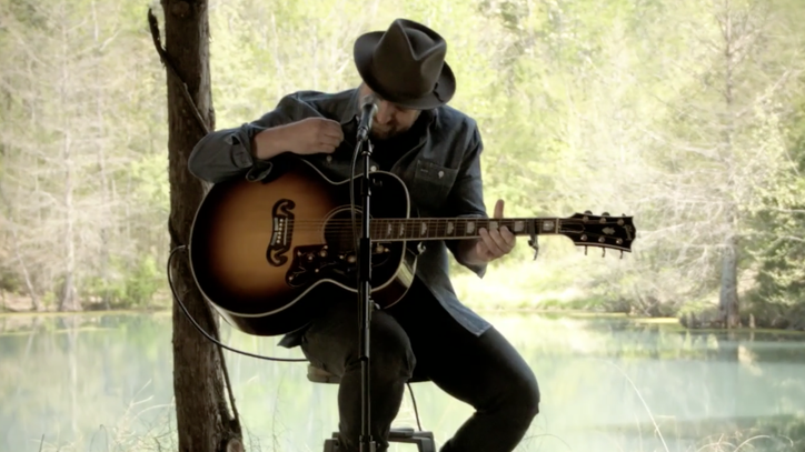 See Kristian Bush Play Acoustic Set Spanning Entire Career