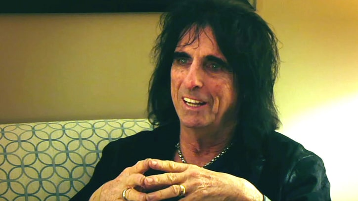 Watch Alice Cooper Remember Ramones Manager, Journalist Danny Fields