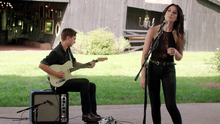 See Aubrie Sellers' Gritty 'Garage Country' in Stripped-Down Performance
