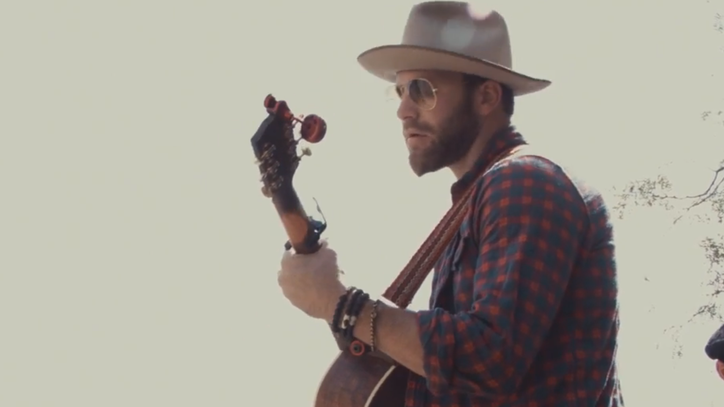 See Drake White's Reggae Reinvention of 'Makin' Me Look Good Again'