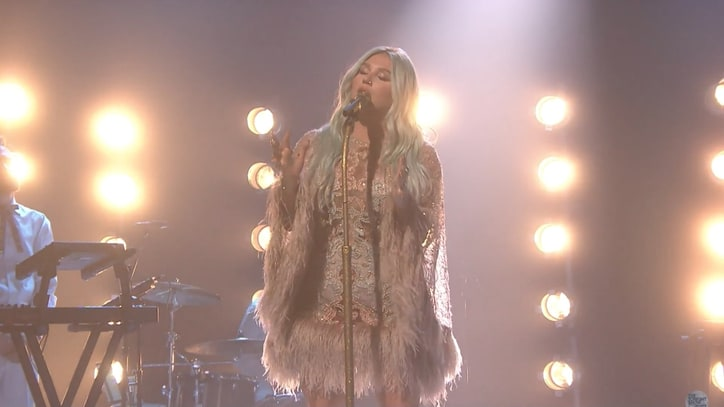 Watch Kesha Perform Poignant 'Praying' on 'Fallon'