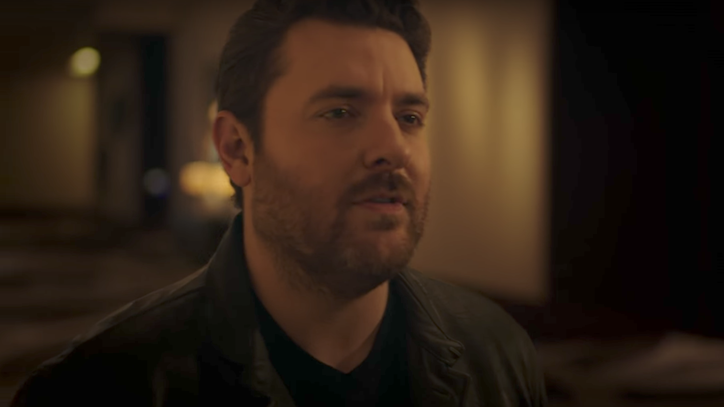 Watch Chris Young's Alluring 'Losing Sleep' Video
