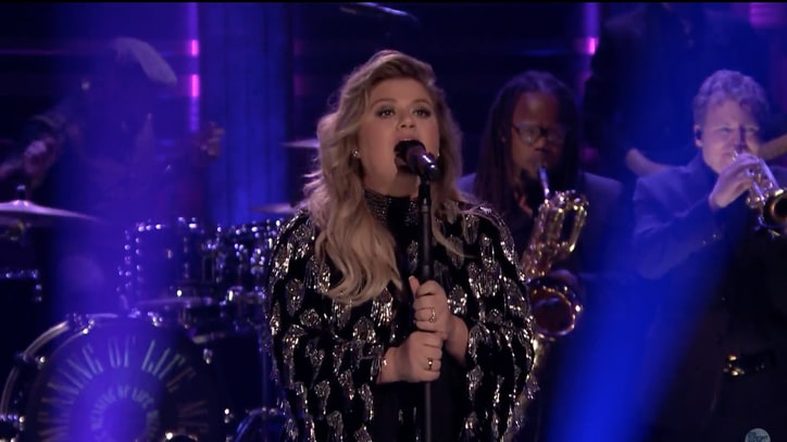 Watch Kelly Clarkson Perform Soulful 'Whole Lotta Woman' on 'Fallon'