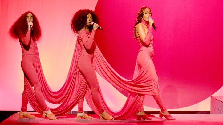 Watch Solange's Visually Striking 'Rise,' 'Weary' Medley on 'Fallon'