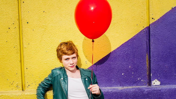 'It' Star Sophia Lillis on 'Shocking' First Encounter With Pennywise, Remake Details