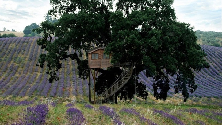 Shelter of the Week: Perched Above an Italian Lavender Farm